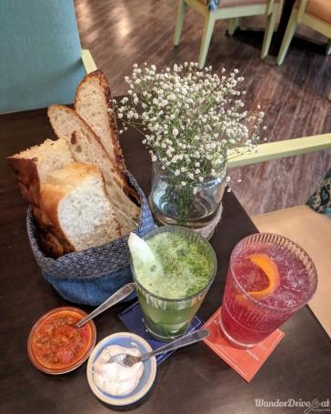 Zeta Hyatt Regency Bread Platter / Drinks