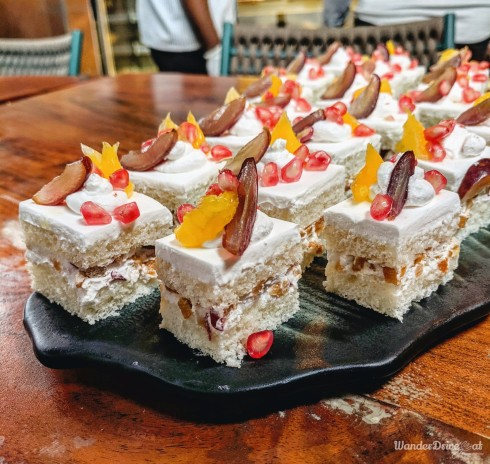 Cinco The Mills Pune Mix Fruit Pastry